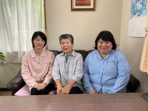 左から代表取締役 小塩由希子様、会長 金森秀子様、取締役工場長 鶴崎永里子様